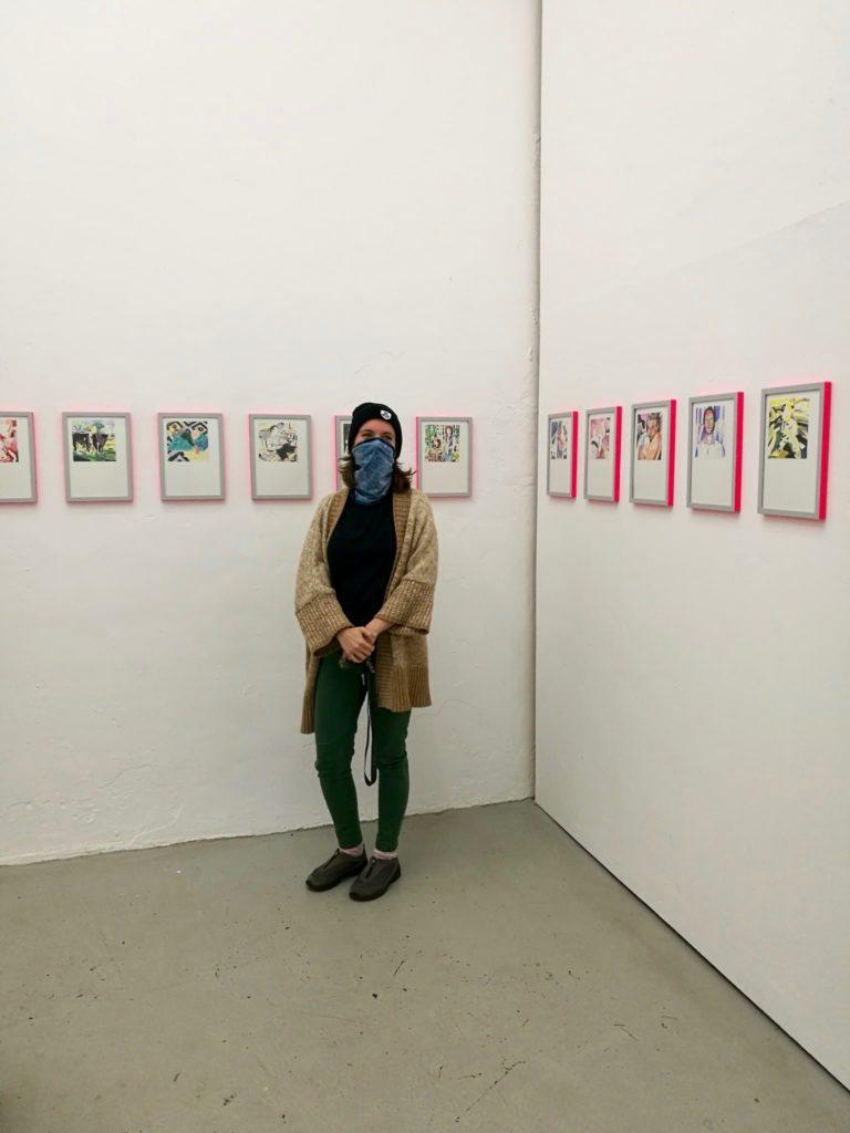 Nina Hannah Kornatz: Played Beyond You - Kunsthalle.Ost, Künstlerin vor Hängung